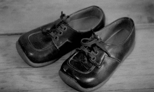 Small leather baby shoes, in black and white